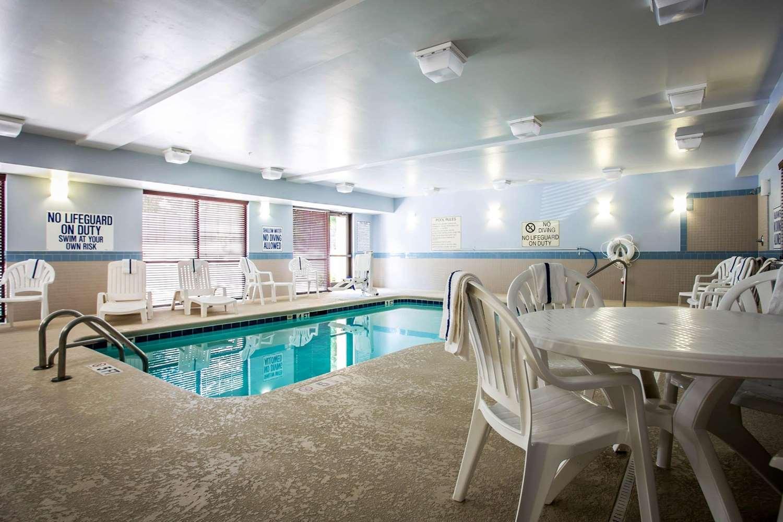 Pool - Comfort Suites Columbia