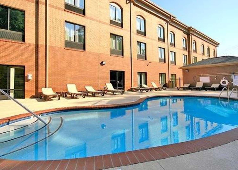 Pool - Comfort Suites at WestGate Mall Spartanburg