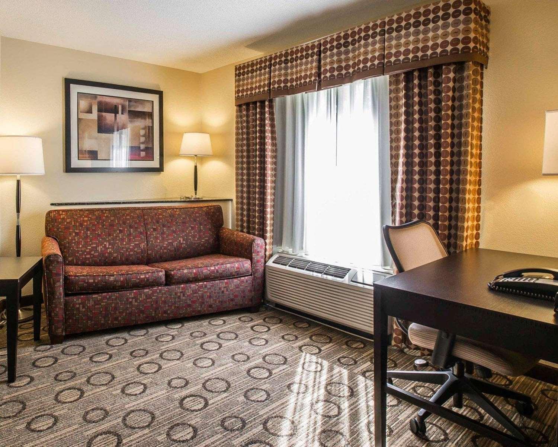 Room - Comfort Suites at WestGate Mall Spartanburg