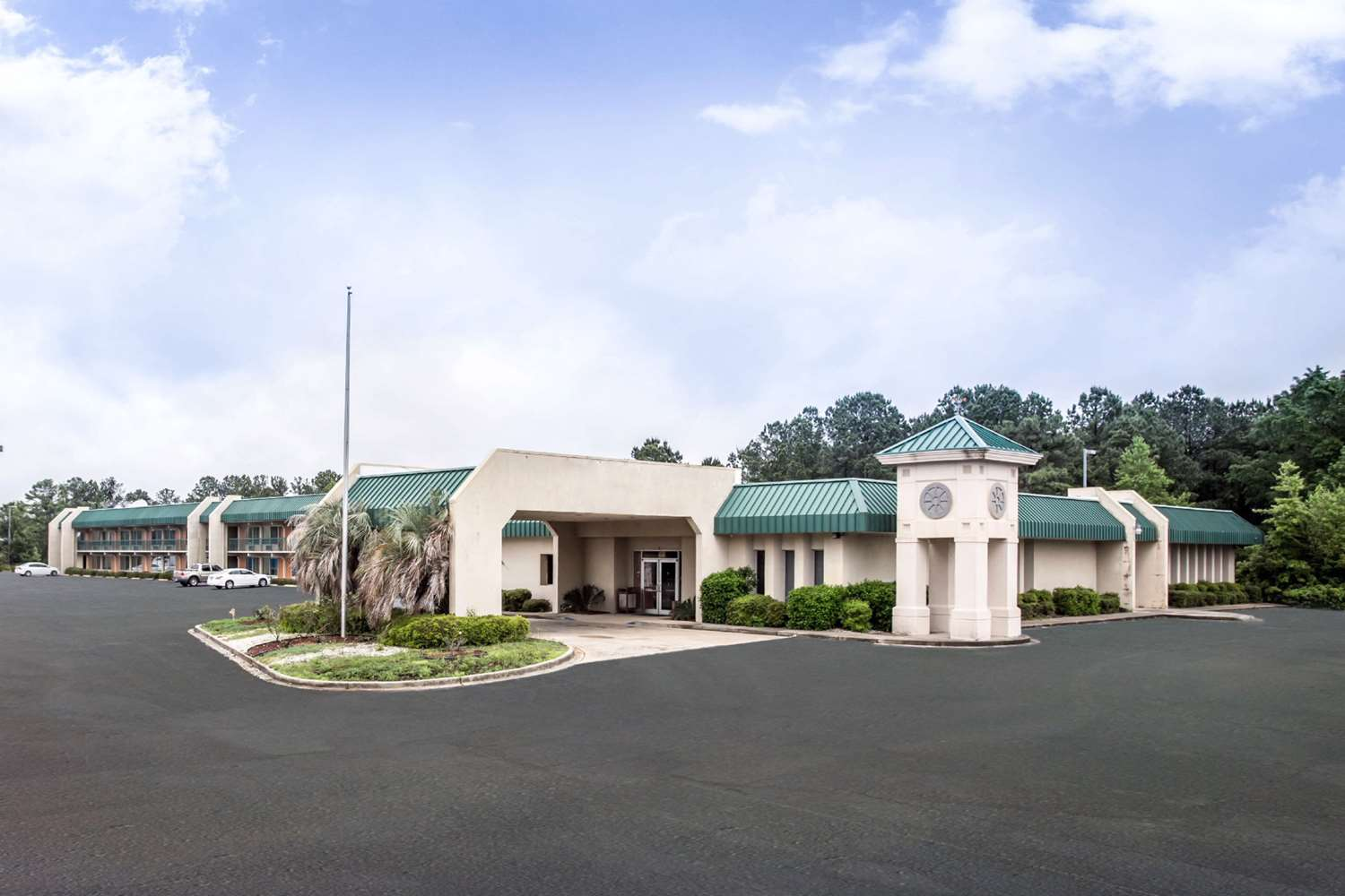 Exterior view - Rodeway Inn & Conference Center Columbia