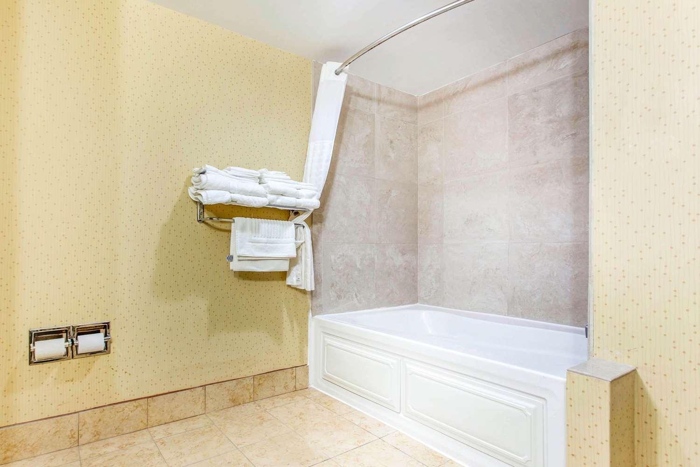 Room - Comfort Suites Clinton