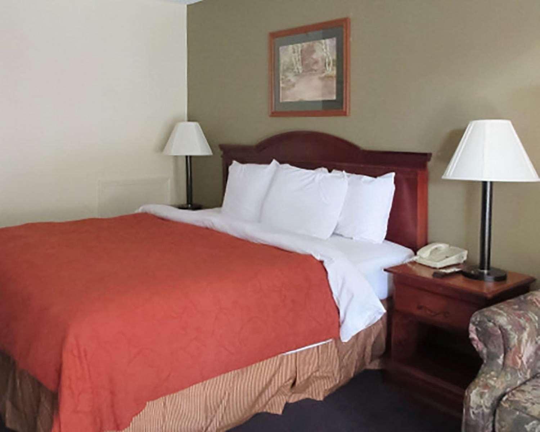 Room - Rodeway Inn Walterboro