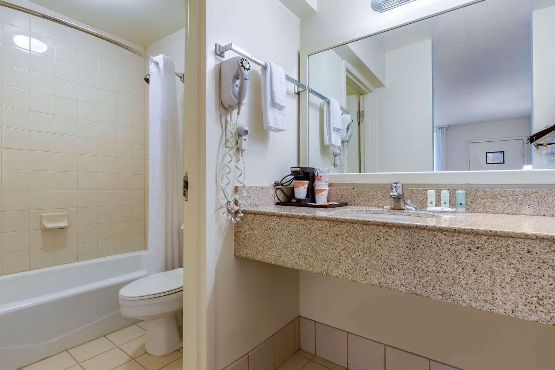 Room - Quality Inn at Town Center Beaufort