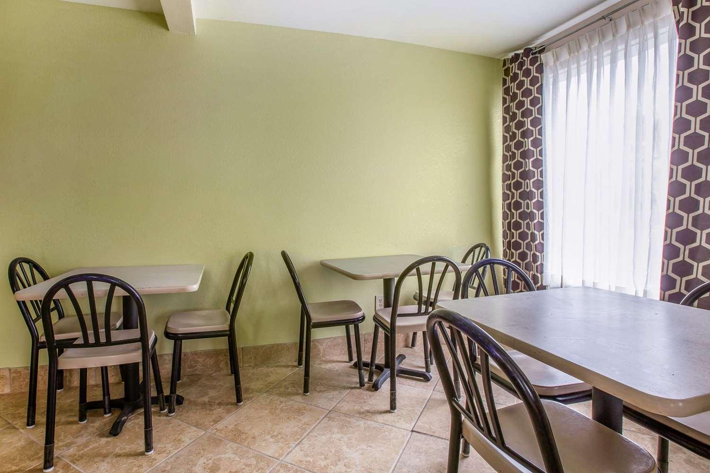 Restaurant - Rodeway Inn Laurens