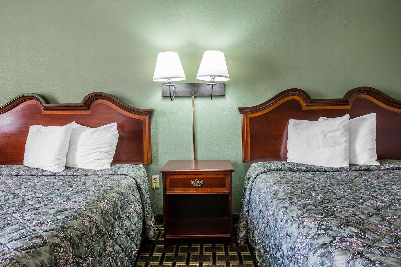 Room - Rodeway Inn Laurens