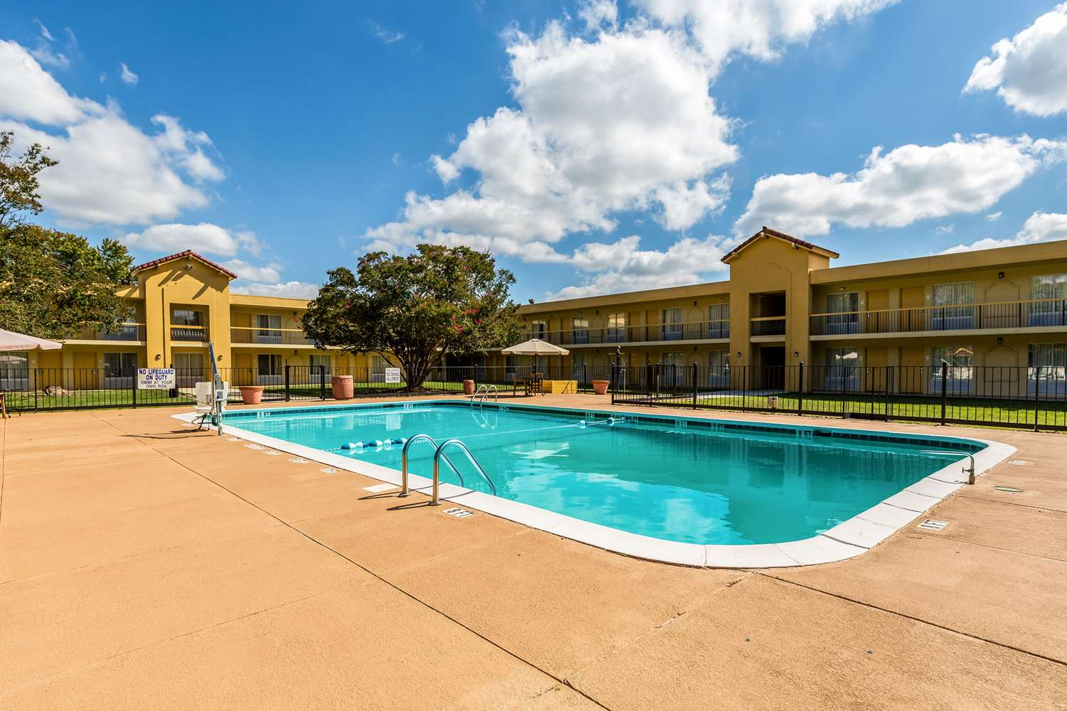 Pool - Quality Inn Anderson