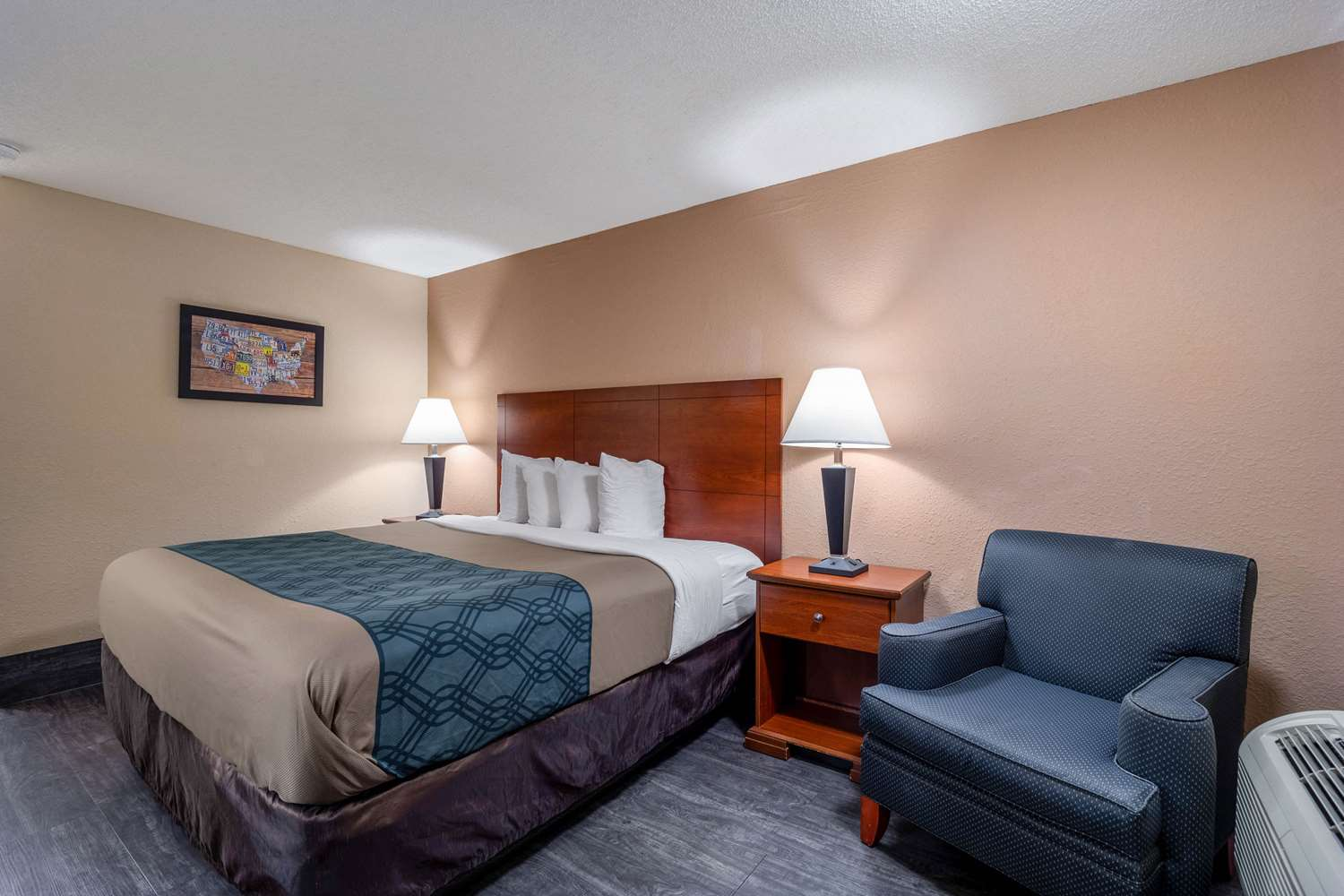 Room - Econo Lodge Inn & Suites Cayce