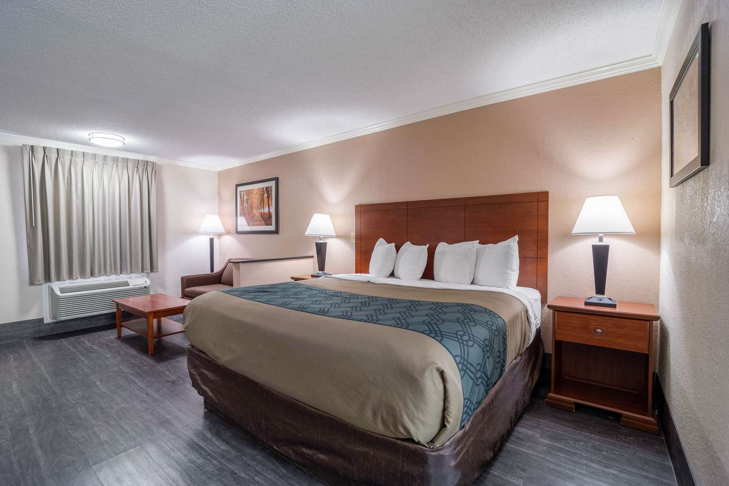 Suite - Econo Lodge Inn & Suites Cayce