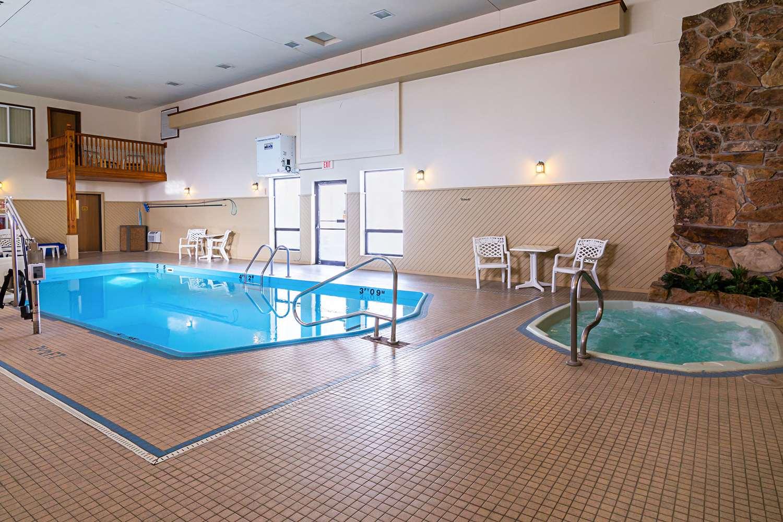 Pool - Quality Inn & Suites Rapid City