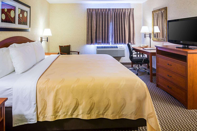 Room - Quality Inn & Suites Rapid City