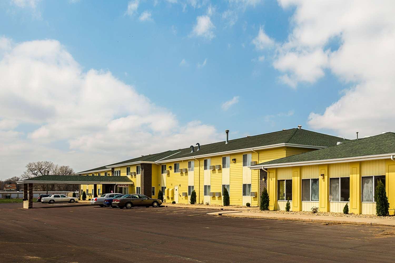 Exterior view - Quality Inn Mitchell