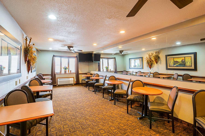 Restaurant - Quality Inn Mitchell