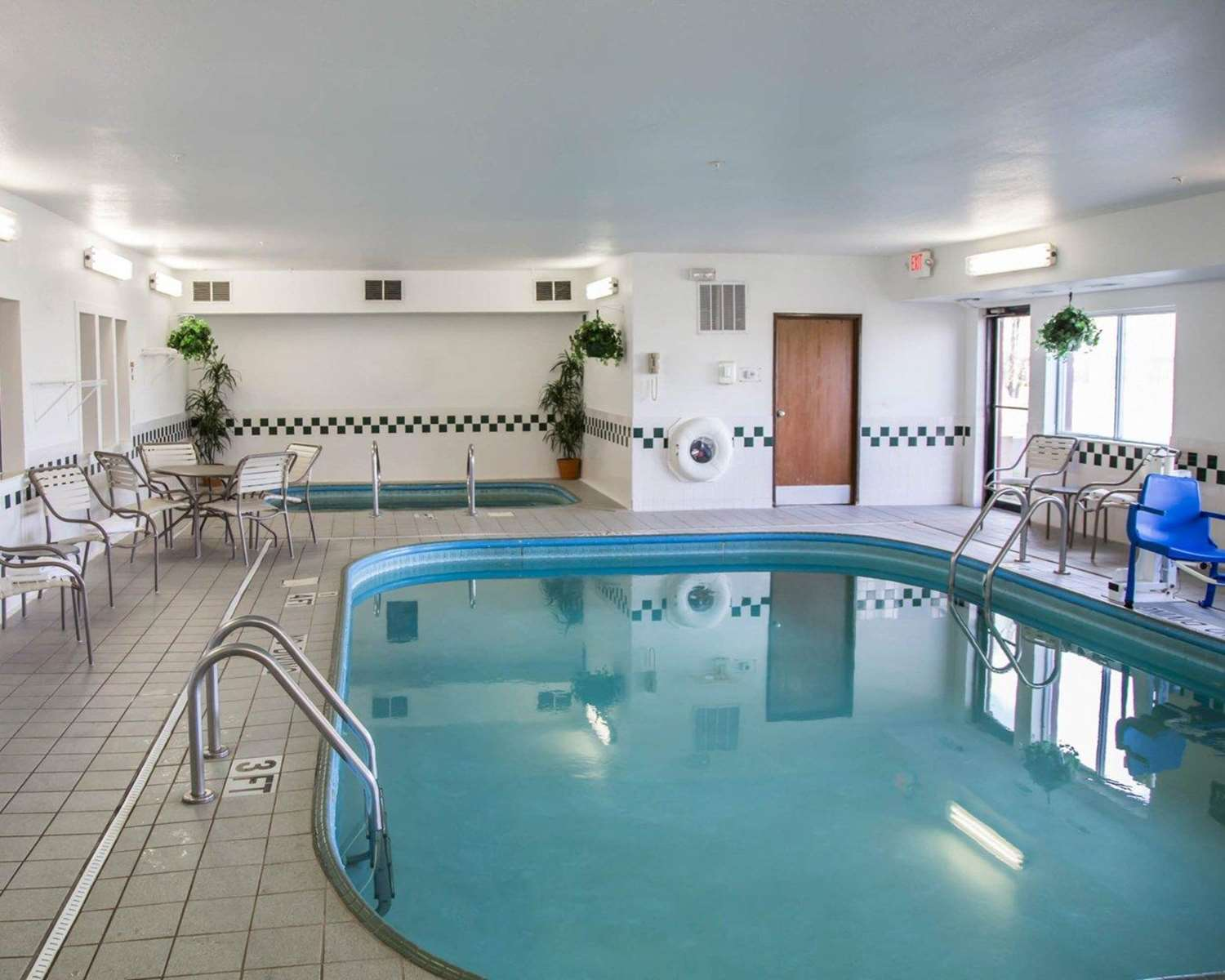 Pool - Comfort Suites Sioux Falls