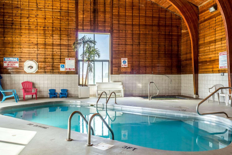 Pool - Econo Lodge Sioux Falls