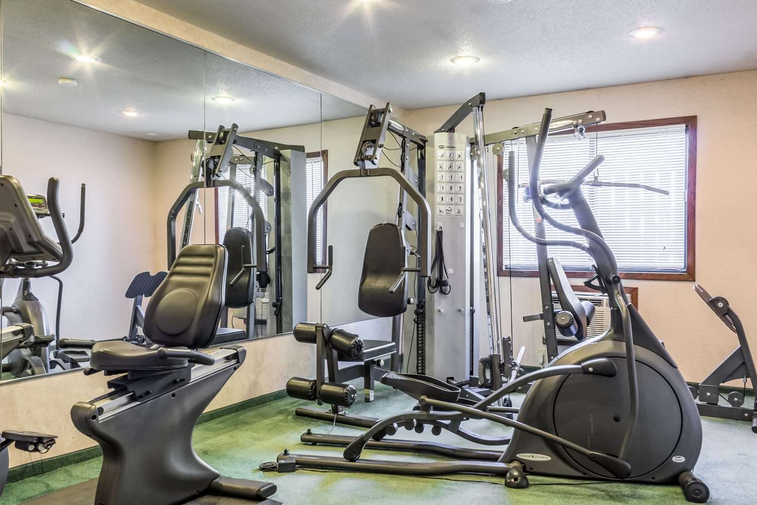 Fitness/ Exercise Room - Econo Lodge Sioux Falls
