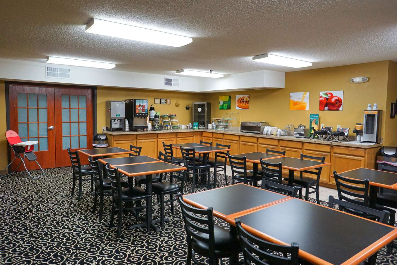 Restaurant - Quality Inn Watertown