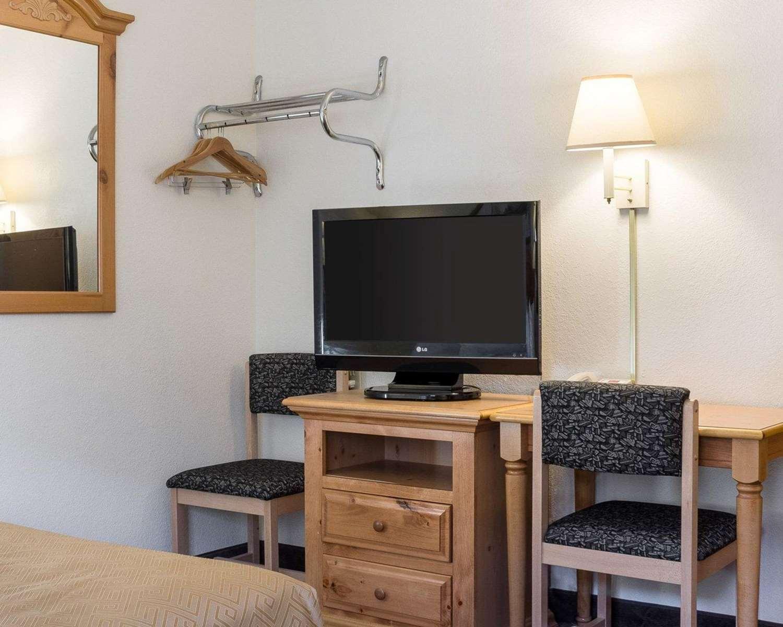 Room - Rodeway Inn Mt Rushmore Memorial Keystone