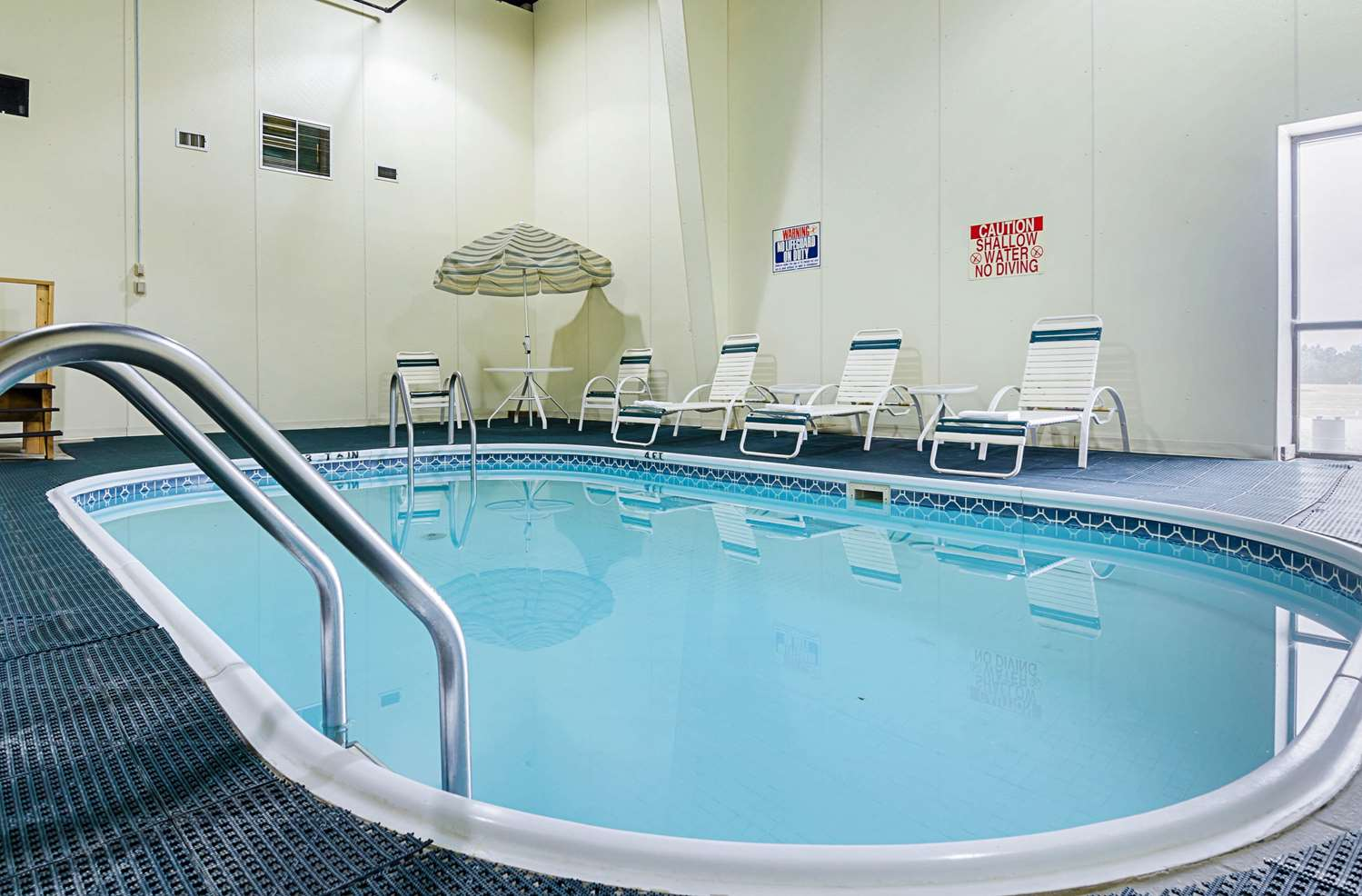 Pool - Quality Inn Rosebud Casino Mission