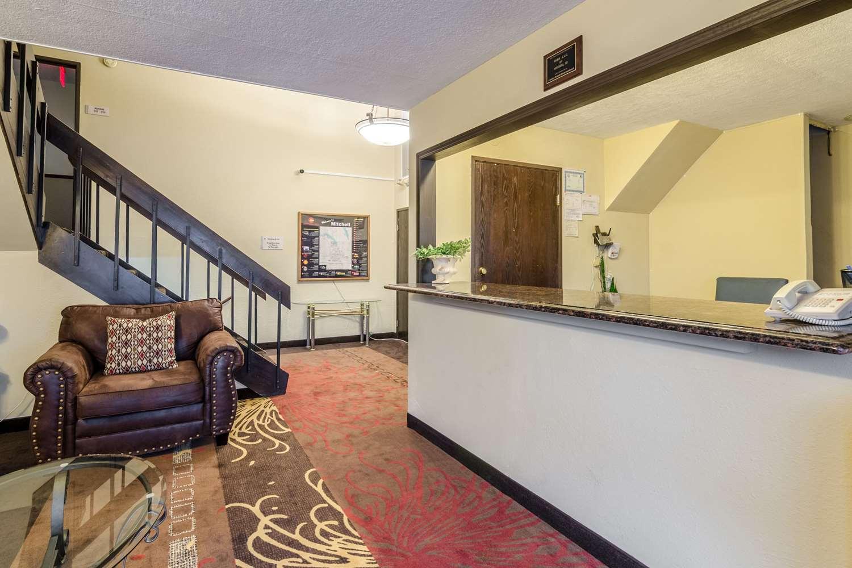 Lobby - Rodeway Inn Mitchell