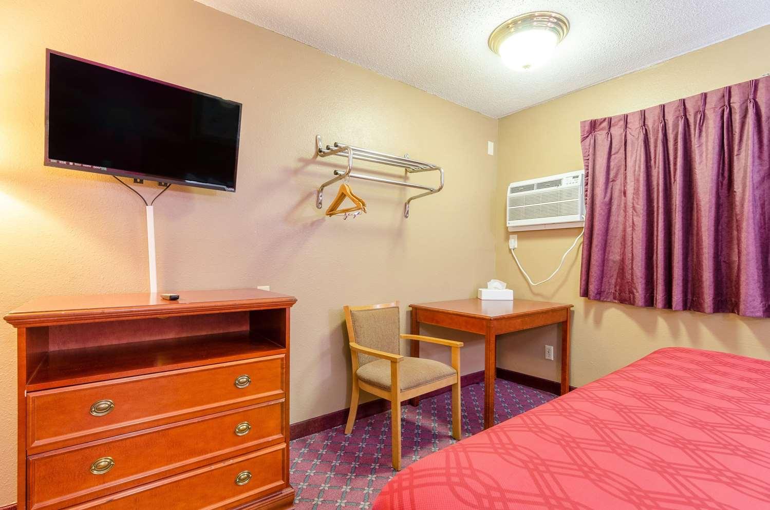 Room - Rodeway Inn Mitchell