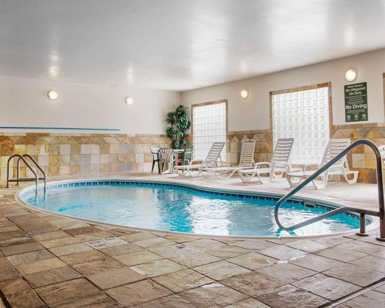 Pool - Comfort Inn Deadwood
