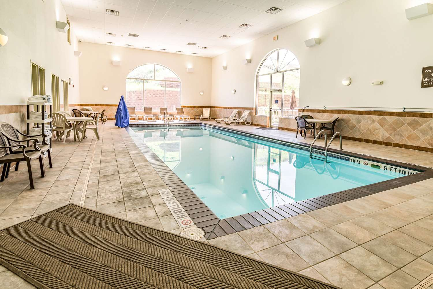 Pool - Comfort Inn & Suites Rapid City