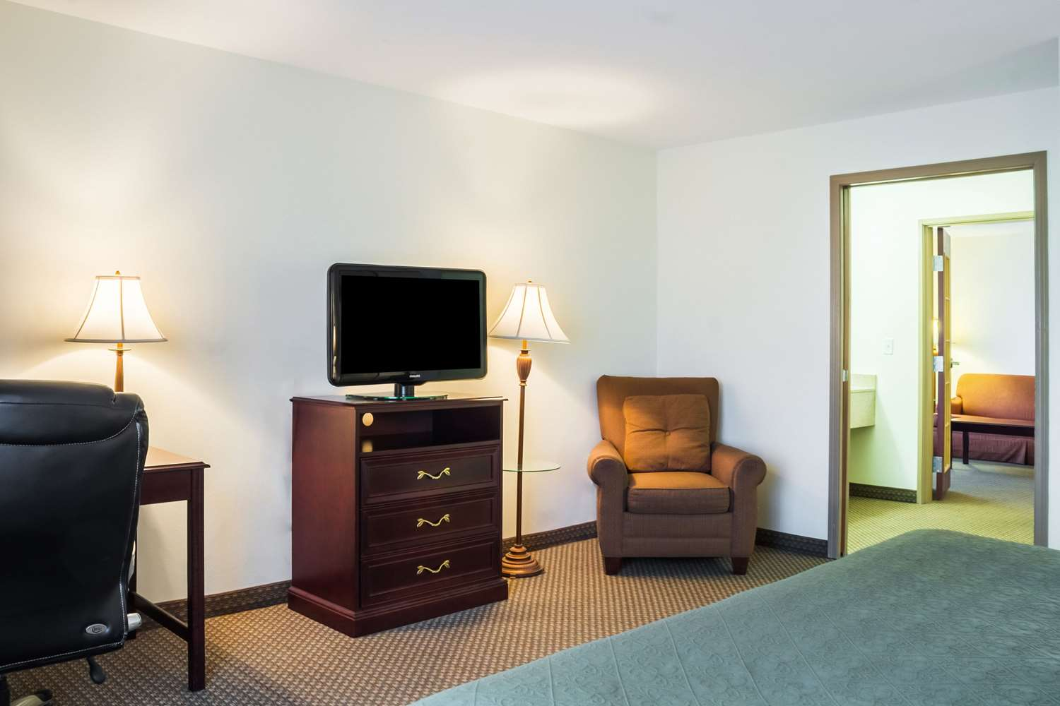 Room - Quality Inn & Suites Sioux Falls