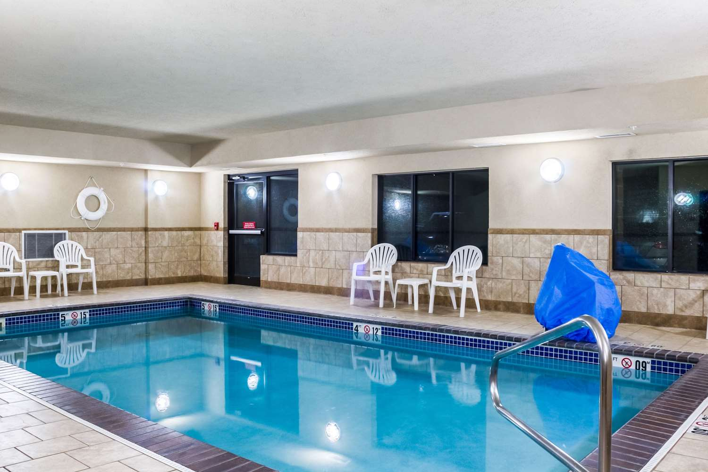 Pool - Quality Inn & Suites Sioux Falls