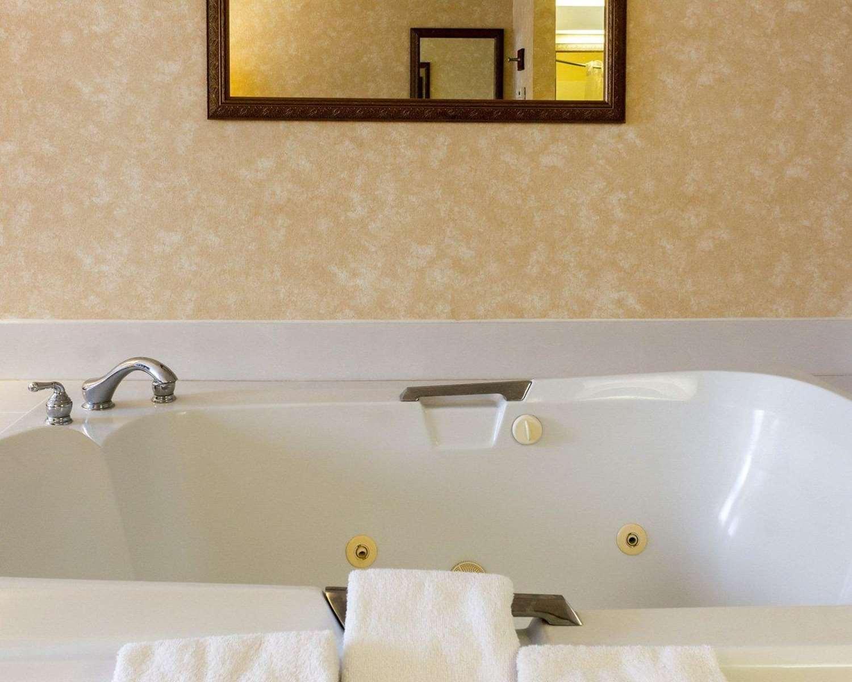 Suite - Quality Inn Brandon