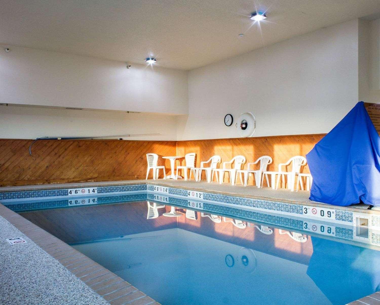 Pool - Quality Inn Brandon