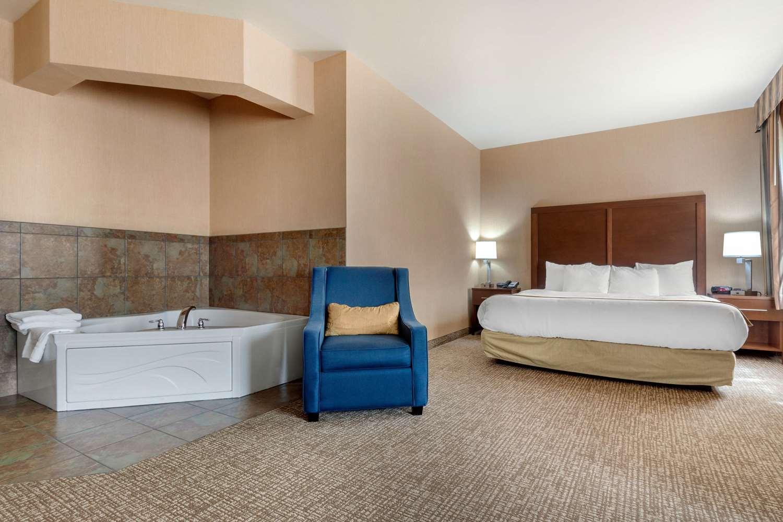 Room - Comfort Inn & Suites Mitchell