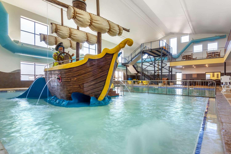 Pool - Comfort Inn & Suites Mitchell