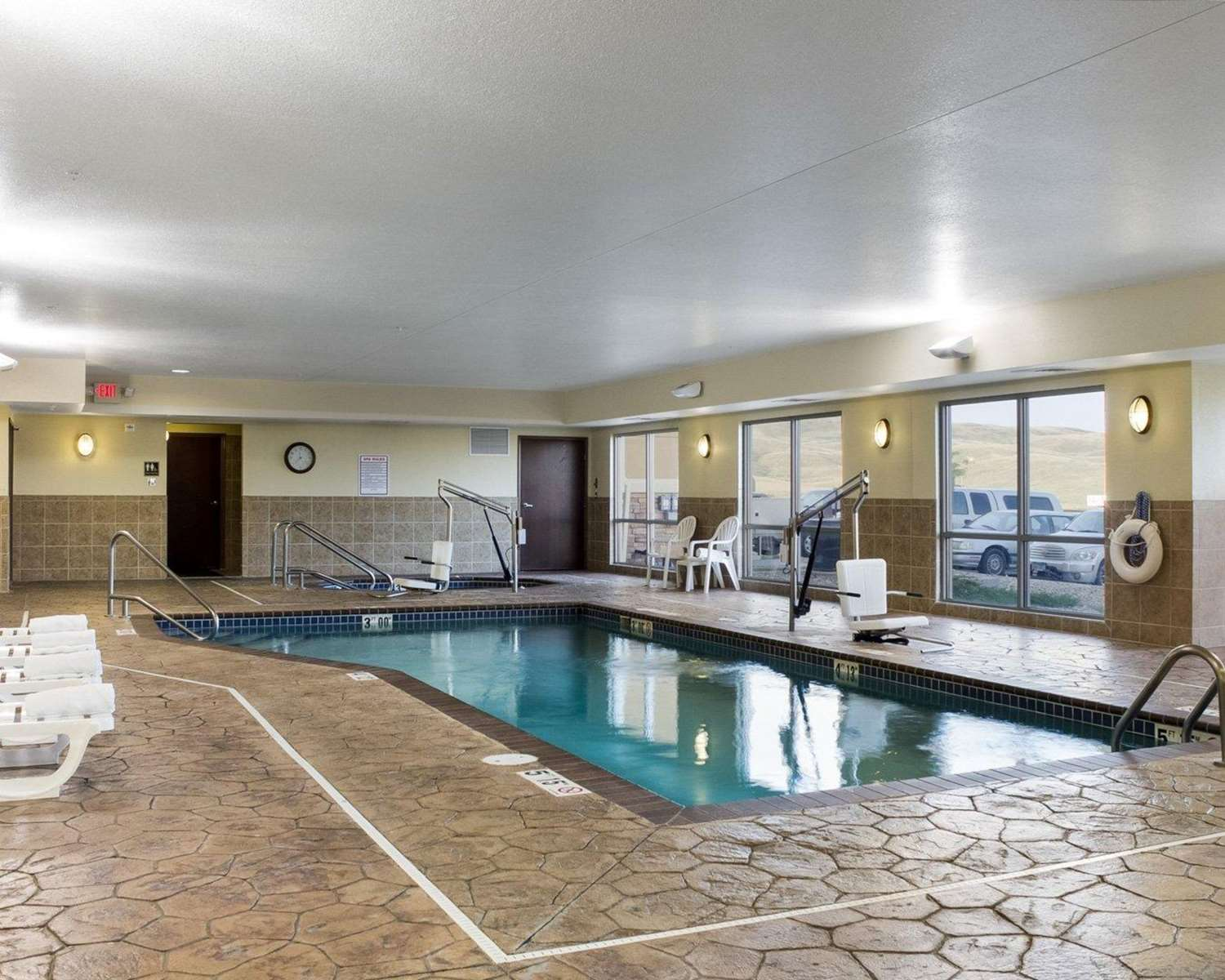 Pool - Comfort Suites Rapid City