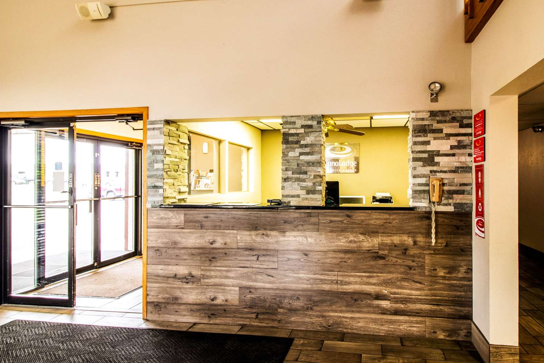 Lobby - Econo Lodge Watertown