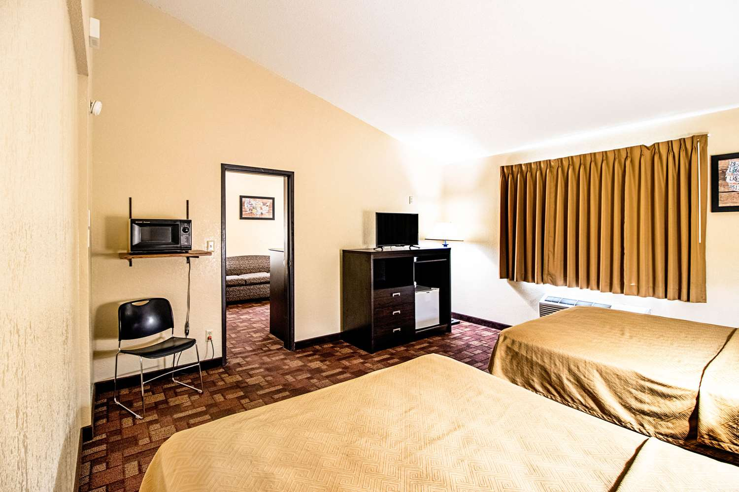 Suite - Econo Lodge Watertown