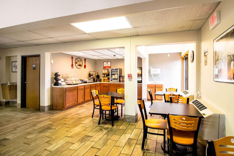 Restaurant - Econo Lodge Watertown