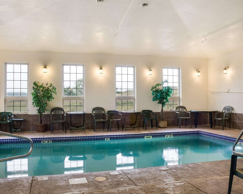 Pool - Quality Inn Oacoma