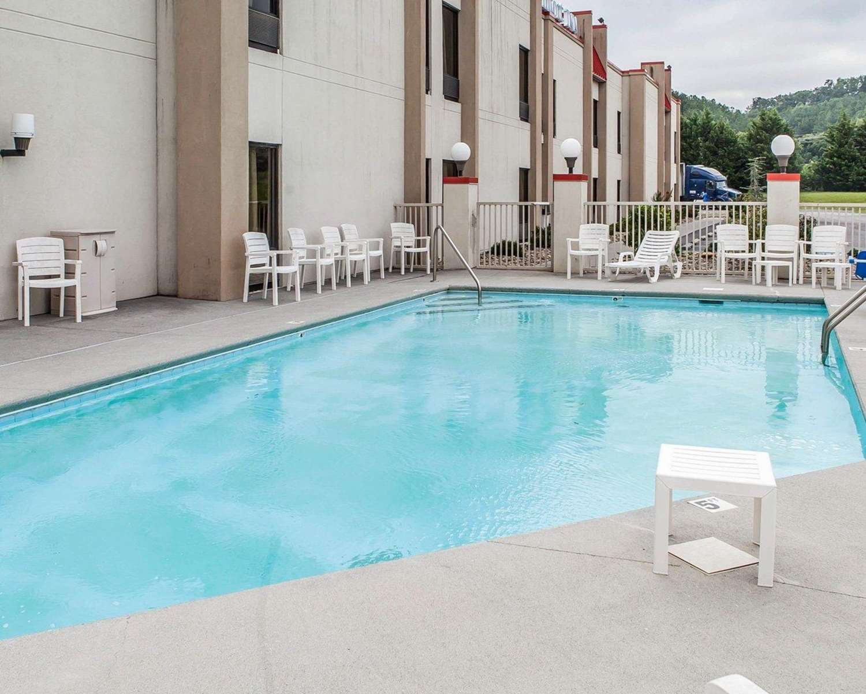 Pool - Comfort Inn Newport