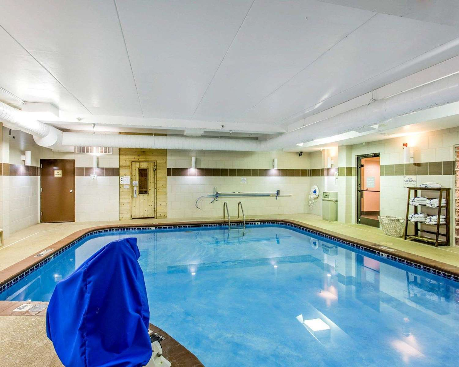 Pool - Comfort Suites Cookeville