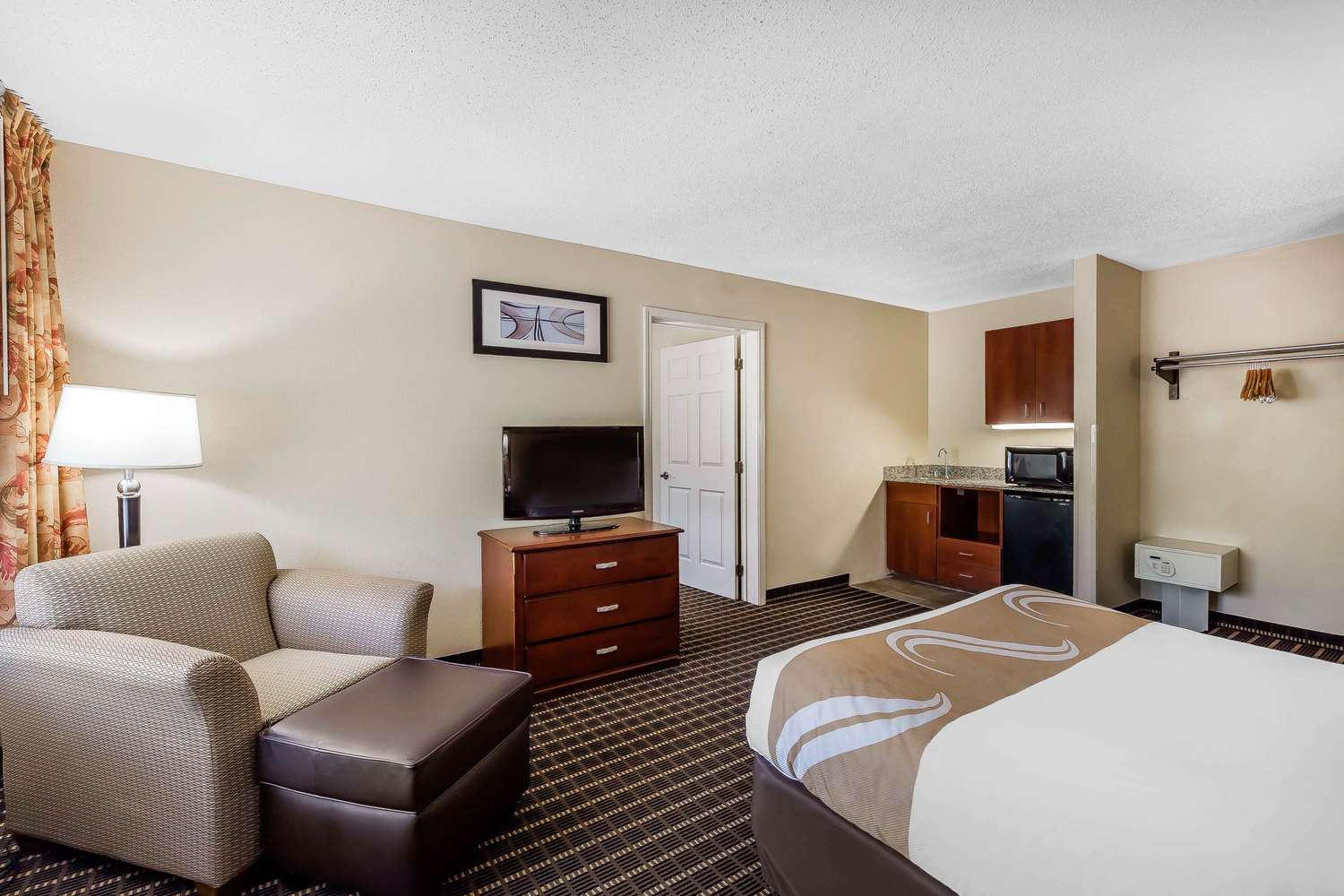 Room - Quality Inn & Suites Sevierville