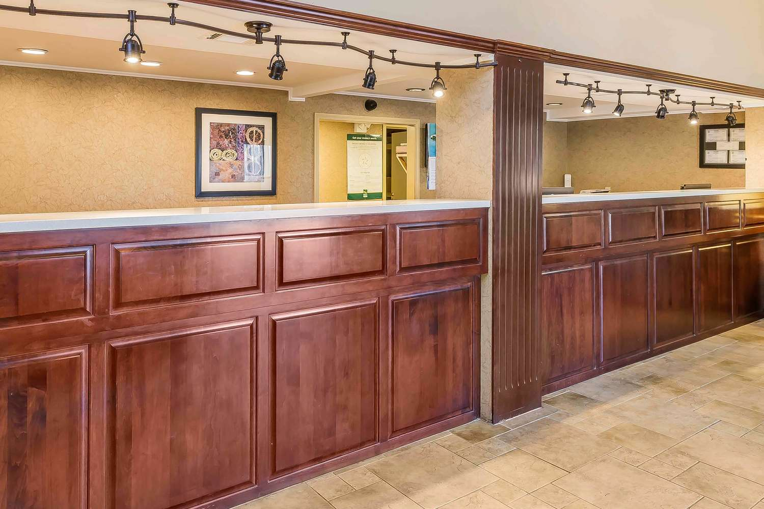 Lobby - Quality Inn & Suites Sevierville