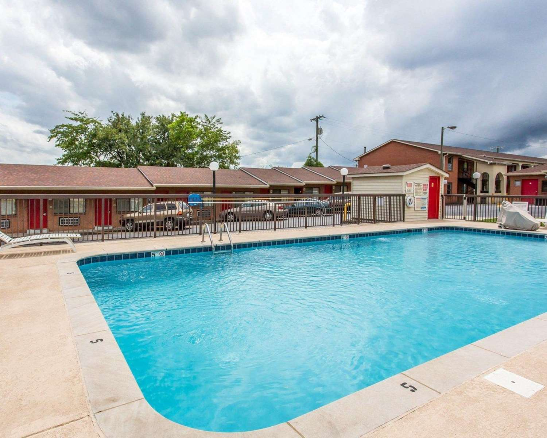 Pool - Econo Lodge North Nashville