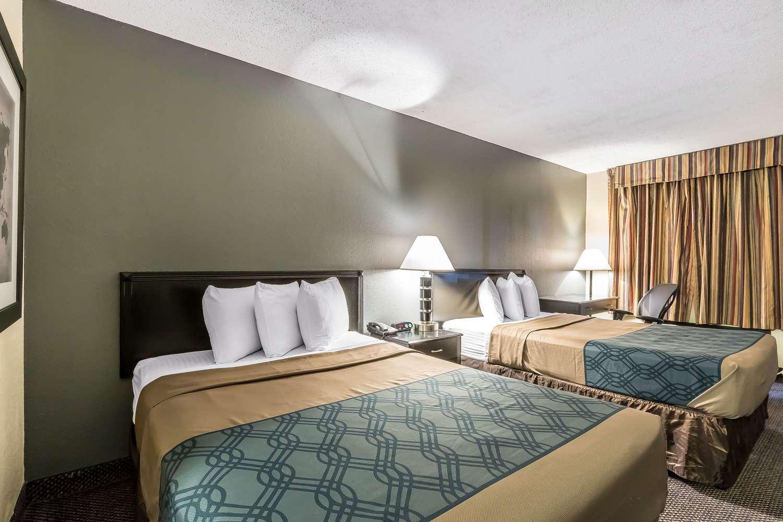 Room - Econo Lodge Martin