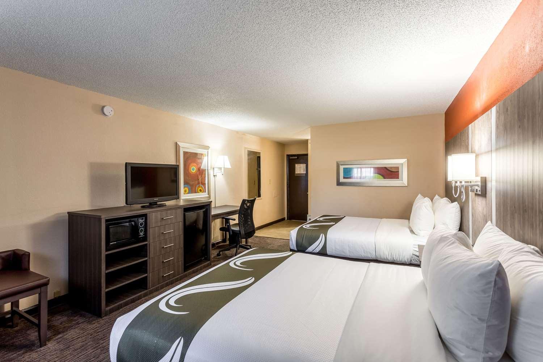 Room - Quality Inn Music City Center Nashville