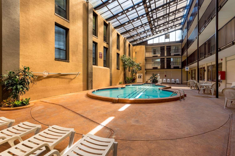 Pool - Quality Inn Music City Center Nashville