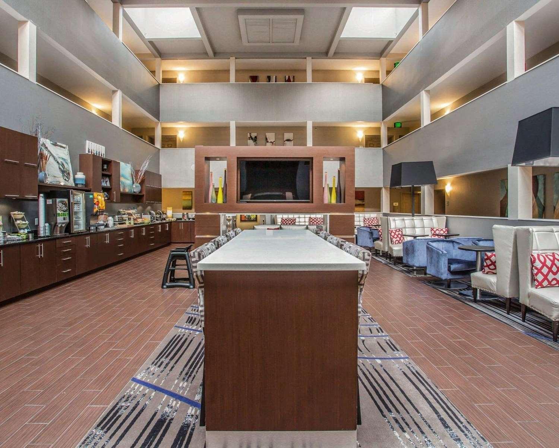 Lobby - Quality Suites Airport Nashville
