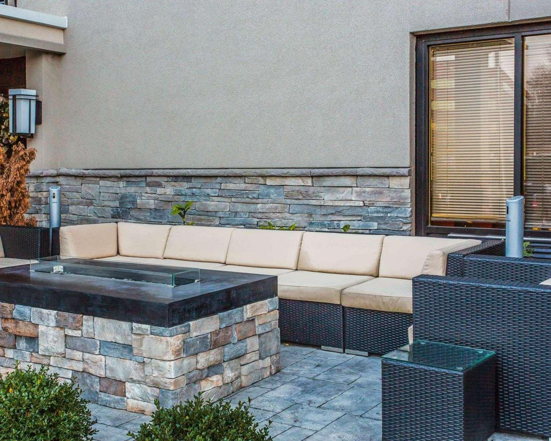 Exterior view - Quality Suites Airport Nashville