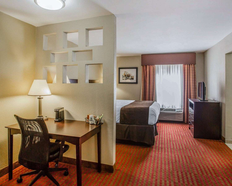 Suite - Quality Suites Airport Nashville