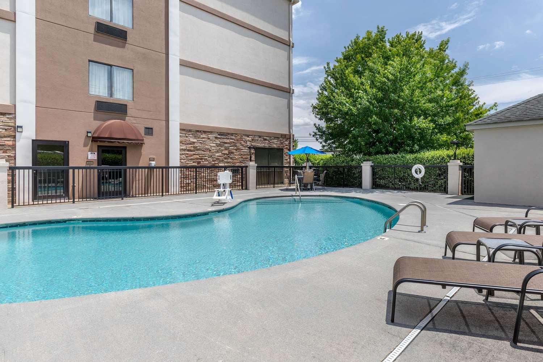 Pool - Comfort Suites Johnson City