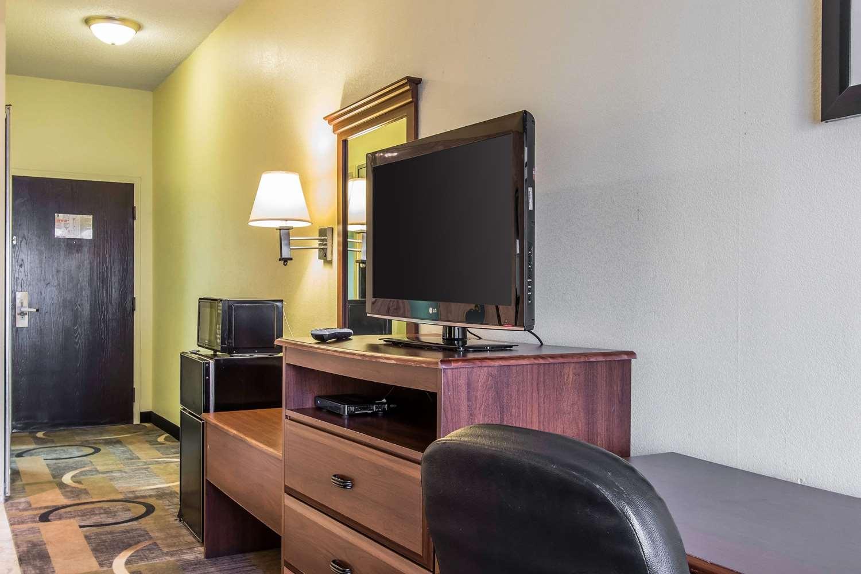 Room - Quality Inn & Suites Memphis